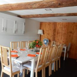 Le coin repas prévu pour 10 personnes - Location de vacances - Perles-et-Castelet