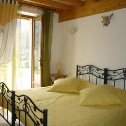 Chambre l' Ariégeoise lits jumelés (180 cm) - Chambre d'hôtes - Loubens