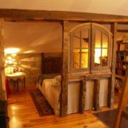 vue coté Nord lit principal, bibliothèque a droite - Chambre d'hôtes - Lasserre