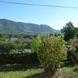 Le salon côté fenêtres...  - Location de vacances - Ferrières-sur-Ariège