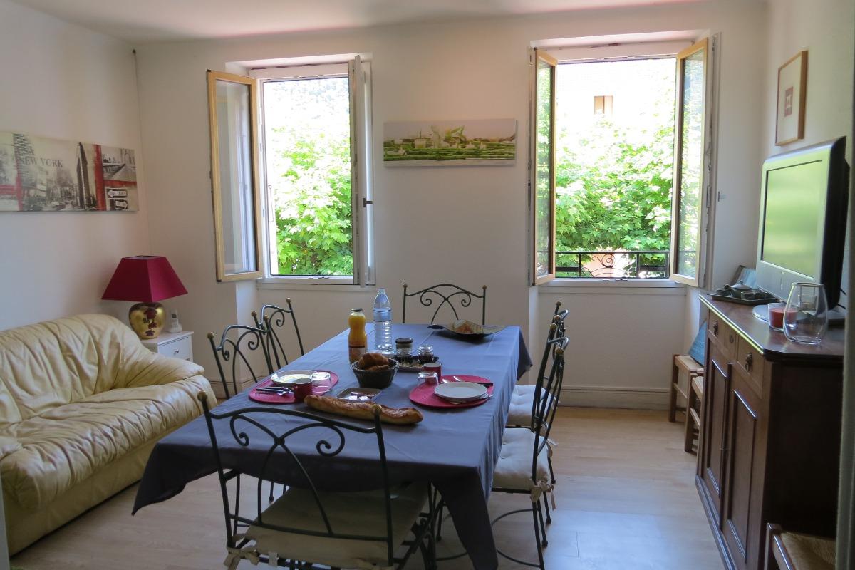 Table du petit déjeuner - Chambre d'hôtes - Auzat