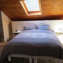Chambre Grise (2 lits en 80 cm jumelables) - Chambre d'hôtes - Auzat