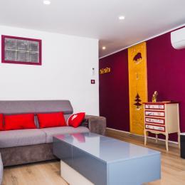 Salon avec TV écran plat - Location de vacances - Ax-les-Thermes