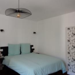 Chambre avec lit en 160 cm - Location de vacances - Tarascon-sur-Ariège