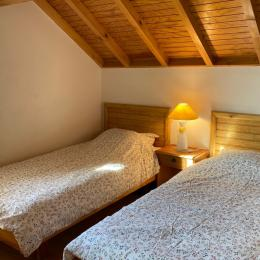 Chambre avec 2 lits en 90 cm - Location de vacances - Ignaux