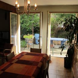 salle à manger donnant sur terrasse et jardin - Location de vacances - Savigny-sur-Orge
