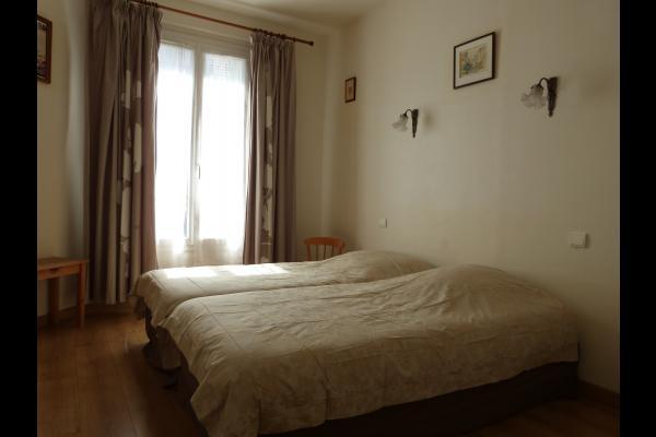 Chambre blanche - Location de vacances - Noisy-le-Sec