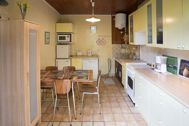 La cuisine et le coin-repas - Location de vacances - Joinville-le-Pont