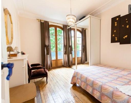 chambre 2 personnes sur rue avec balcon - Location de vacances - Charenton-le-Pont