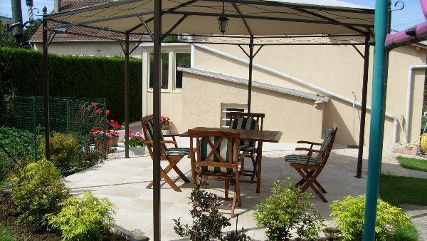 salon de jardin sous tonnelle - Location de vacances - Goussainville