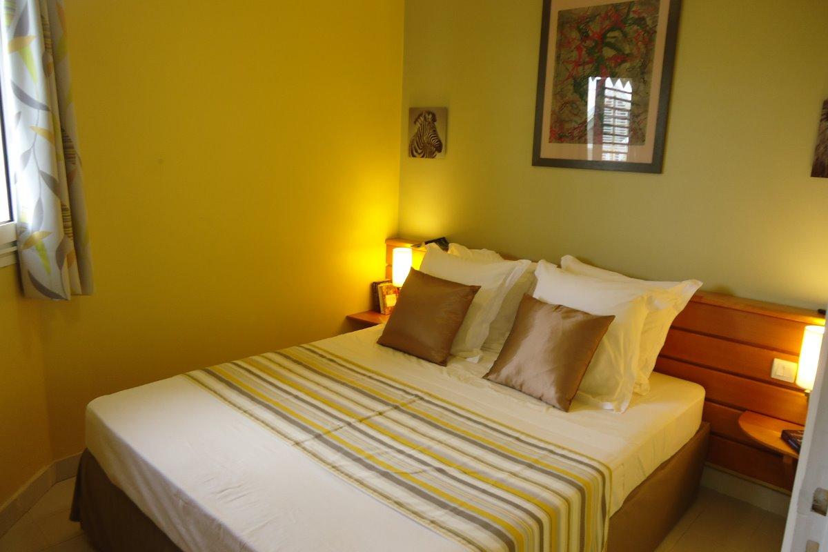 Votre chambre avec moustiquaire amovible et clim - Location de vacances - Saint-François