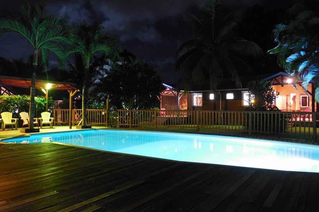 Les gites Lamatéliane vus depuis l'espace piscine. - Location de vacances - Capesterre-Belle-Eau