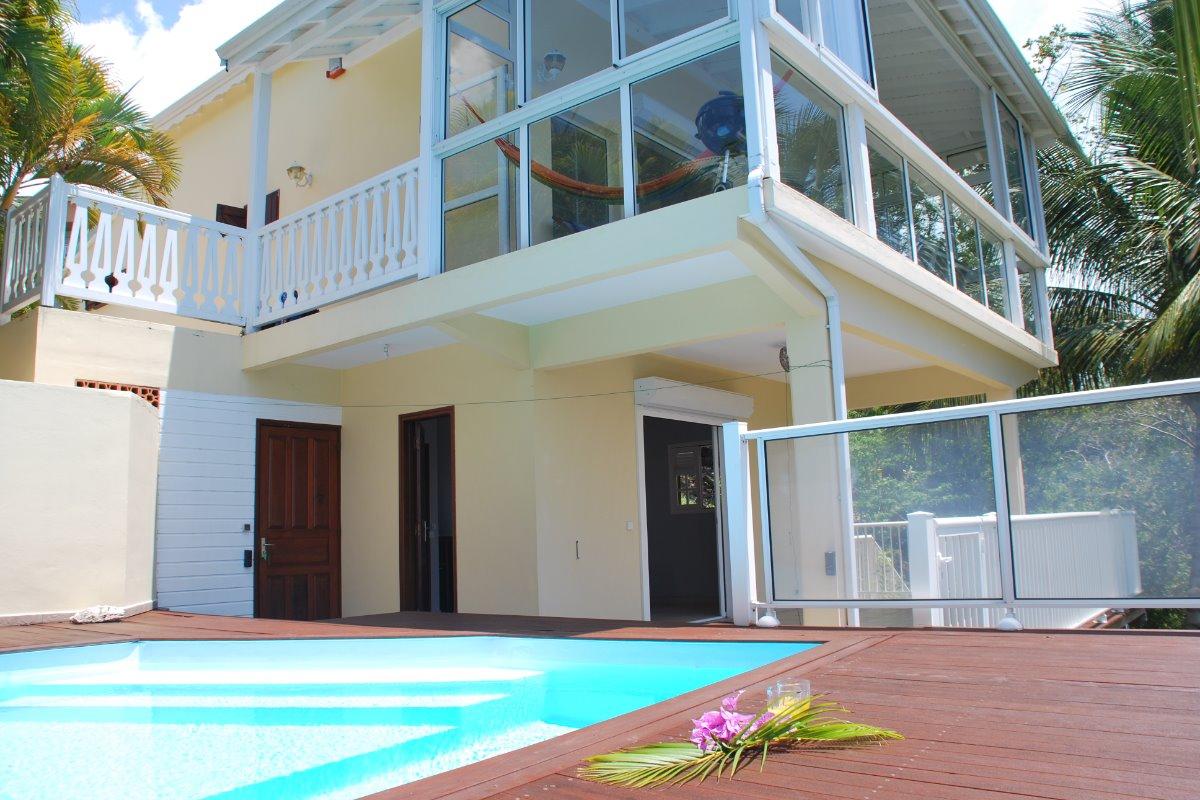 La villa Nature, deck et terrasse au niveau piscine - Location de vacances - Le Gosier
