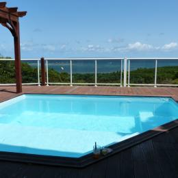 Il est 14 h, on prend l'apéro à l'ombre dans la piscine, détente totale. - Location de vacances - Le Gosier