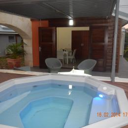 vue Veranda piscine - Location de vacances -