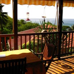 Terrasse - Location de vacances - BOUILLANTE
