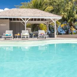 farniente devant la piscine  - Location de vacances - Le Vauclin
