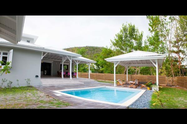 piscine et portillon accès plage - Location de vacances - Le Diamant