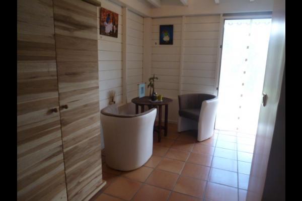 superbe chambre avec 1 lit en 160cm à baldaquin et 1 clic clac d'appoint - Chambre d'hôtes - Le Diamant