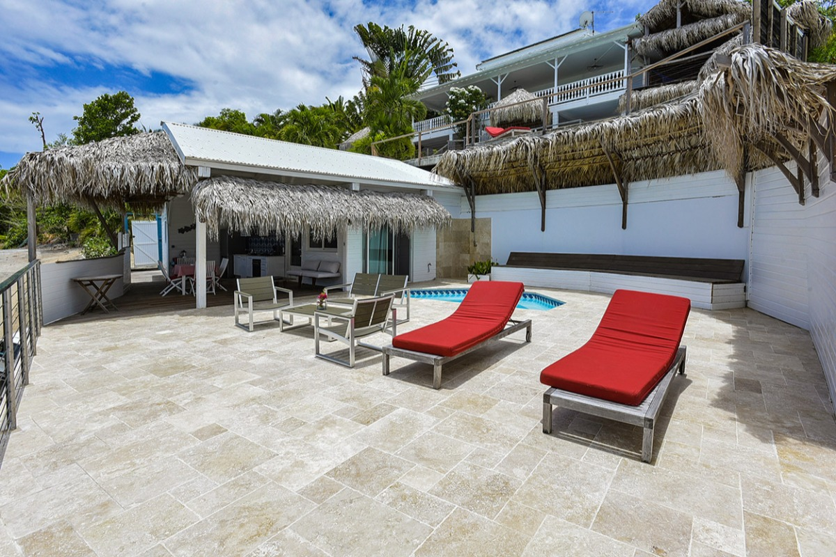 La piscine, la terrasse et la maison http://www.locations-vue-turquoise.com/index.php?p=accueil - Location de vacances - La Trinité