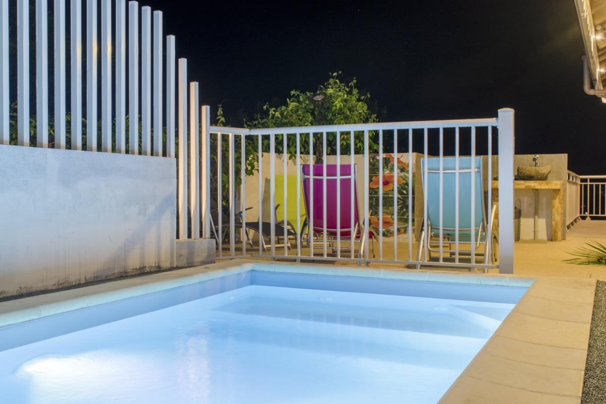 piscine + barrière sécurité enfants - Location de vacances - Le Marin