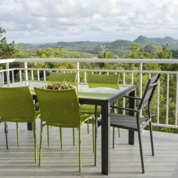 terrasse + vue sur les mornes du sud et mer - Location de vacances - Le Marin