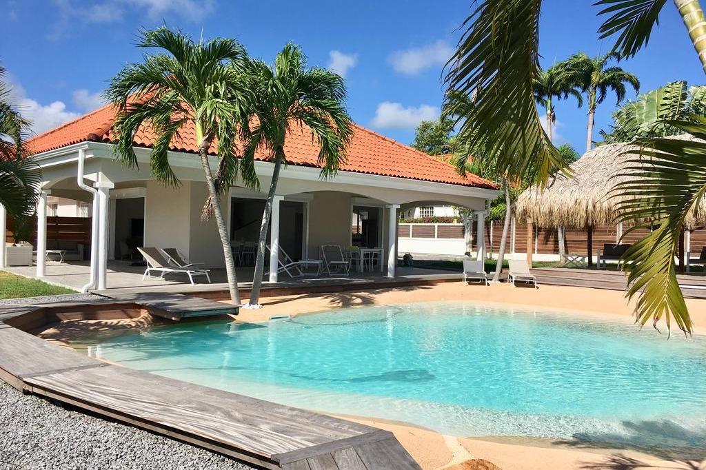 villa carouge avec sa piscine lagon  - Location de vacances - Le François