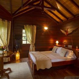 Chambre et séjour du bungalow Maripa  - Location de vacances -