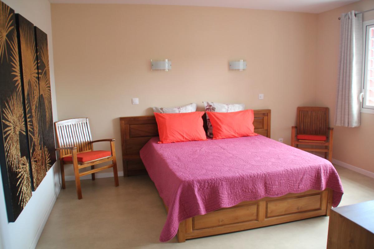 Chambre indépendante lit 160 - Location de vacances - Saint-Leu