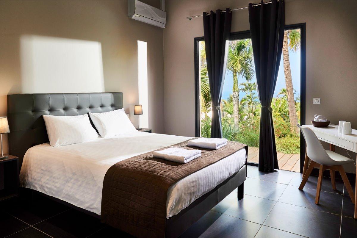 chambre avec vue mer et piscine - Chambre d'hôtes - L'Étang-Salé