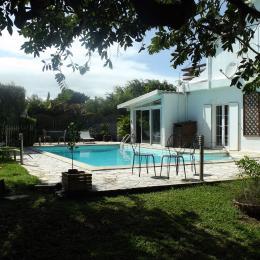vue sur la piscine depuis le jardin - Chambre d'hôte - Sainte-Marie