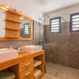 Salle de bains - Location de vacances - Saint-Pierre