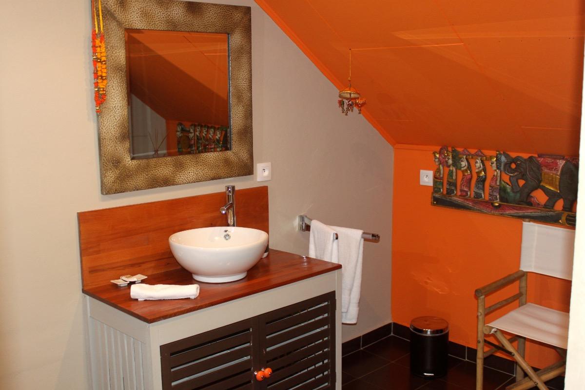 Salle de bain chambre La Sarlave - Chambre d'hôtes - Entre-Deux