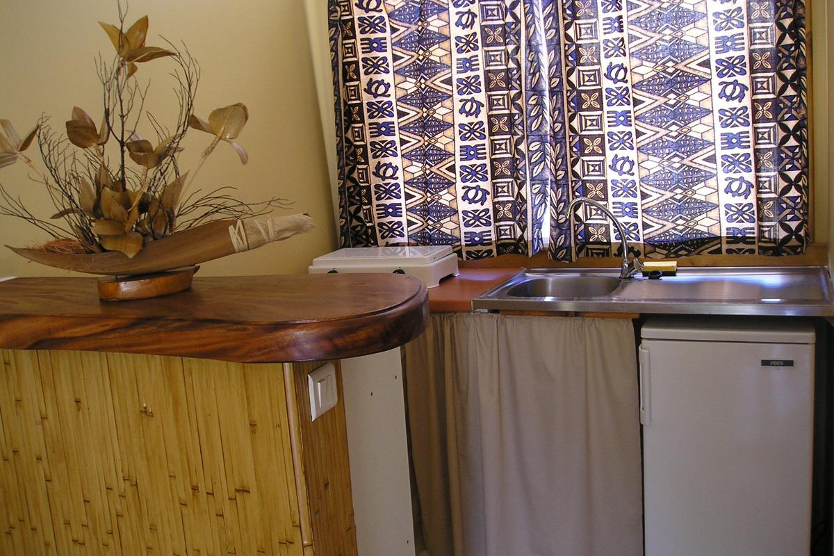 Kitchenette dans chaque studio - Chambre d'hôtes - Rangiroa